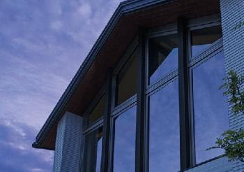グラヴィス・ベルサの大きな窓の両側の袖壁画像
