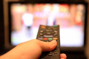 テレビとHDDレコーダーのリモコン操作の画像
