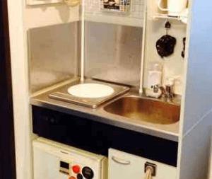 ミニキッチンが狭くて「どうやって料理作るの?」という画像