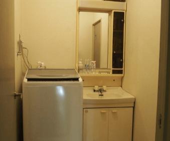 洗面所に窓がなくて暗い・狭い画像