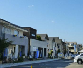 石神井住宅公園の駐車場を兼ねた広場のあg像
