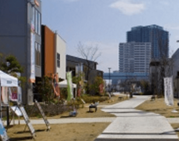 錦糸町住宅公園の温かい雰囲気の町並み画像