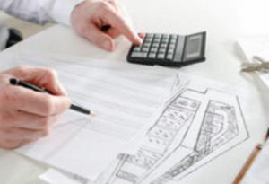 注文住宅の資金計画表を作っている画像