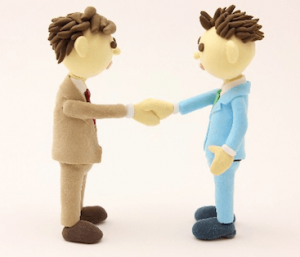 スーツ姿の男性二人の交渉成立の画像
