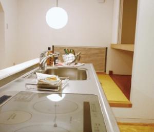 アイランドキッチンにIH調理器を採用した画像