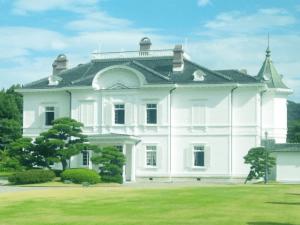 白い豪邸の画像