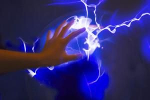 電磁波が手から出るイメージ画像