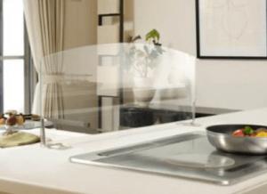 アイランドキッチンの油はねガードガラスの画像