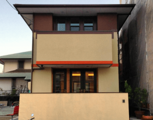 ツーバイフォー住宅オレンジのラインの入った家の画像
