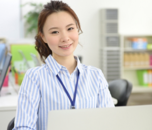 会社の経理の女性の画像