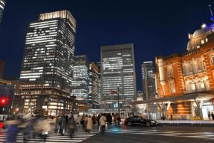 東京駅前の風景の画像