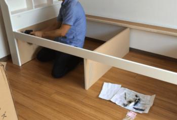 家具の組み立て画像