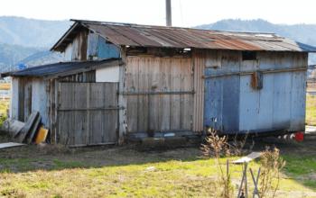 断熱がきちんとされていない家の画像