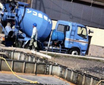 コンクリートミキサー車の画像