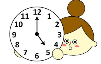 引越し料金が安い17時の時計を持つ主婦のイラスト画像