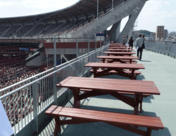 マツダスタジアムのゲートブリッジの画像