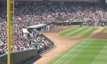 マツダスタジアムの内野砂かぶり席の画像