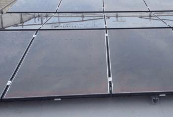 トヨタホームスマートステージフラット屋根と太陽光発電パネルの画像